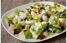 Скандинавский салат из копченой трески